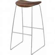 Gubi - 2D Barstool Sledge Base 75 cm | Walnut | Chrome