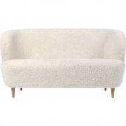 Gubi - Stay Sofa mit Holzfüßen