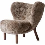&tradition - Little Petra VB1 Lounge Sessel Sheepskin Sahara (Walnuss)