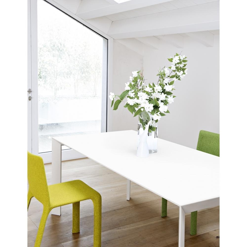 kristalia nori tisch nunido. Black Bedroom Furniture Sets. Home Design Ideas