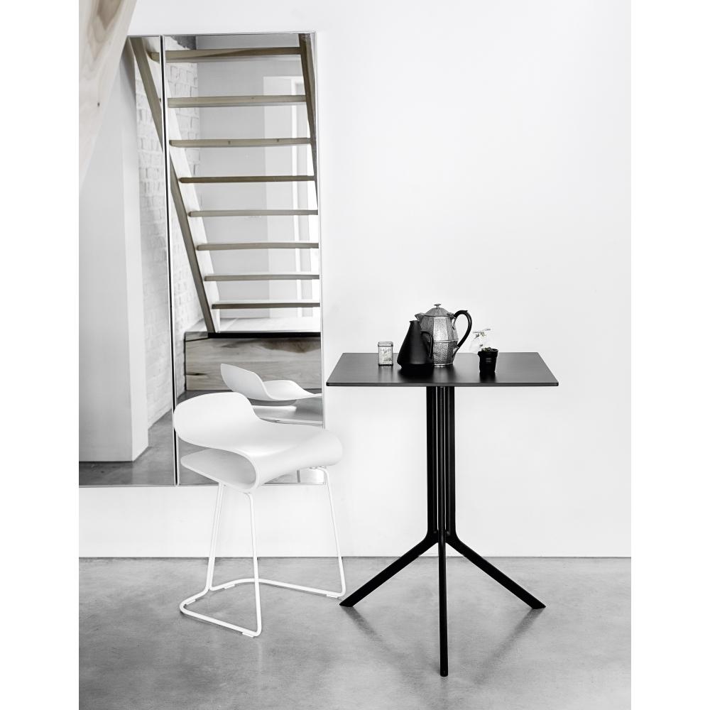 kristalia poule tisch nunido. Black Bedroom Furniture Sets. Home Design Ideas